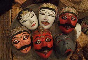 contoh seni patung dari topeng